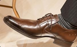 靴の底を広げる