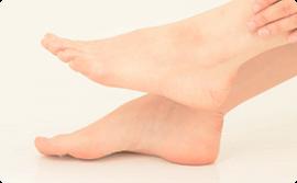 足を支えるアーチ